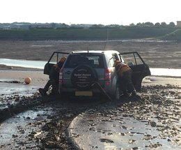 Car rescued after getting stuck in the mud in the Walney Channel